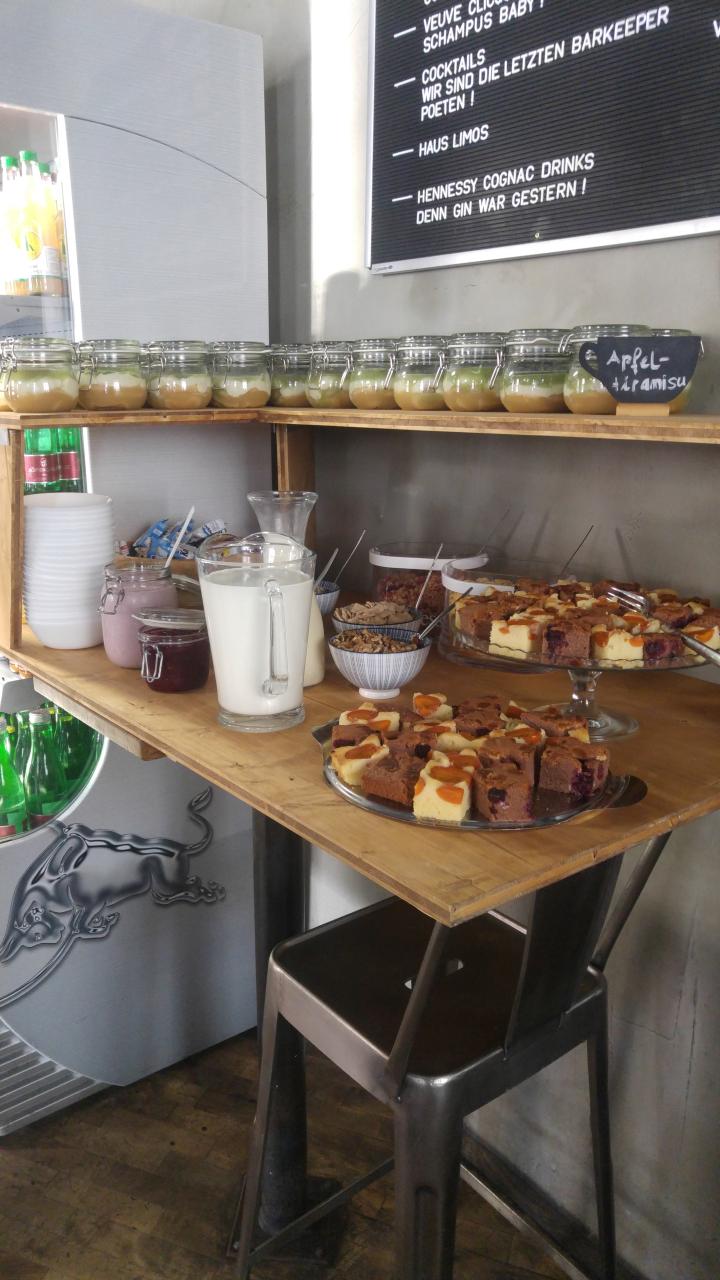 Kuchenecke beim Brunchbuffet im Café Mitte, Graz.