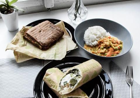 Bestellung beim Restaurant Dean & David über Mjam - Curry, Sandwich und zweierlei Wraps