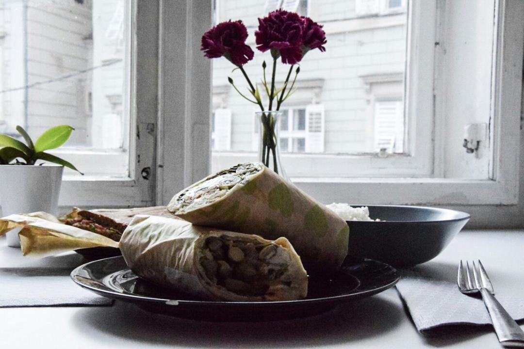 Bestelltes Essen über Mjam im Rahmen einer Erhebung des besten Lokals in Graz.