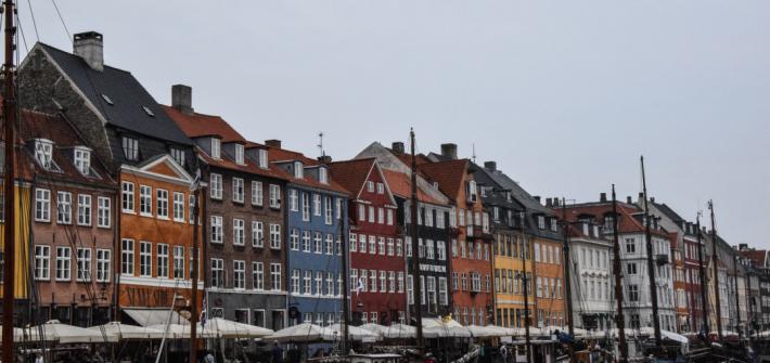 Nynhaven mit seinen bunten Häuserreihen in Kopenhagen.
