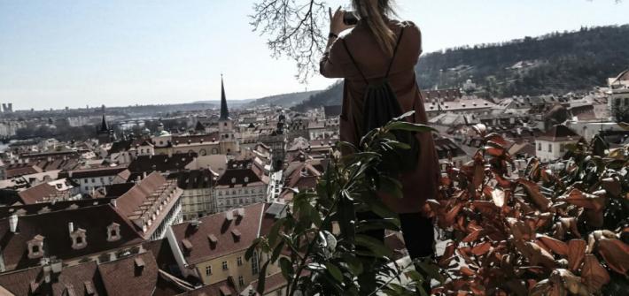 Ausblick über Prag von der Schlossmauer.